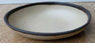 """צלחת סלטים 16.5 ס""""מ מלמין מוקה עם פס חום בהיר"""